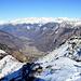Der Blick ins fast 2000m tiefer gelegene Biasca vom Gipfel des Cima di Negrös.