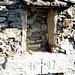 Teilansicht eines zerfallenen Hauses aus dem 16. Jahrhundert in Grabiol