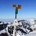 Gipfelpanorama gegen Norden. Inkl. Verunreinigung auf dem Bildsensor, macht sich lustig bemerkbar bei Panoramas… sieht man einmal wie viele Fotos so eine NEX schiesst…