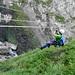 La tyrolienne peut être évitée en traversant un pont népalais plus bas