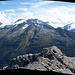 Das 160 Grad 'Gipfel'panorama im Süden - über den Steinhaufen in der Bildmitte kommt man von links heraufgestiegen.