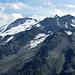 Im Süden (etwas herangetele-t) die Gletscherwelten des Stein- und Triftgletschers.
