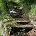 Kunstvolle Granitsteintreppen; über diese muss man hier hunderte von Metern hochsteigen