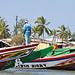 Bunte Farben und immer die Flagge Senegals mit dem roten Stern.