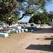Auf dem konfessionell gemischten Friedhof.