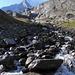 Un des cours d'eau issus du Balmhorngletscher et traversé lors de la montée vers la Balmhornhütte