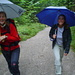 Andrea und Erika auf dem Fahrweg oberhalb der Talstation der Wallbergbahn.