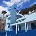 die Maler des Freibades haben sich wohl am Blau des Himmels orientiert