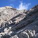 durch Fels quert man in die Südflanke des Krottenkopfs