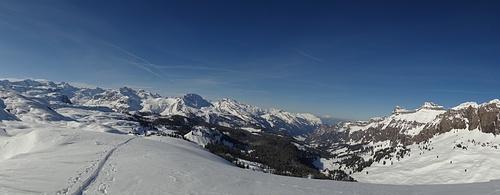 Ein herrliches Panorama begleitet uns im Aufstieg...