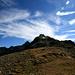 P.2841 scheint als ein Gipfel, leider hat keinen Name. Links von P.2841 sieht man den Piz Nuna, rechts den Piz Macun