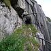 Verwachsener Tunnelpfad in der Schöllenen