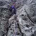 Christoph beim erfolgslosen Vorstiegsversuch in der nassen Nordwestverschneidung zum Hauptgipfel (IV+). Ich hatte meinen Versuch schon ein Stückchen weiter unten beendet.