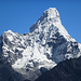Von Khumjung hat man erstmals einen wunderbaren Blick auf die Ama Dablam (6856m)
