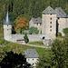 Blick zur Burg Reinhardstein auf der anderen Seite des Warchetals.