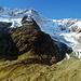 Beim Aufstieg zur Hütte geht der Blick hinauf zum Schneestock und Eggstock.