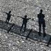 Das Schattenbild von meinen beiden Söhnen und mir auf der Hängebrücke von Giumaglio.