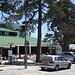 Τρόοδος (Tródos); das in etwa 1700m Höhe höchstgelegene Dorf Zyperns besteht nahezu nur aus zwei Hotels, der Polizei, einige Restaurants und verschiedenen Souvenierläden.