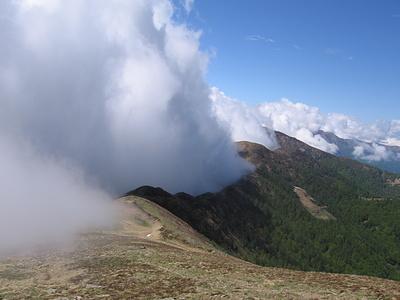 La cresta fra Gazzirola e Monte Bar.
