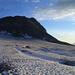Rückblick gegen den Gemsfairen über dem unteren Gletscherteil. Der Pegel glänzt in der Sonne (linke Bildhälfte)