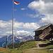 Kurze Wolkenauflockerung an der Hochsteinhütte, dahinter die Lienzer Dolomiten
