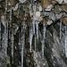 Eiszapfen in einer Felsenhöhle aus dem 1. Weltkrieg