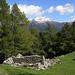 Ruine in Piàncora (mit Pizzo di Claro)