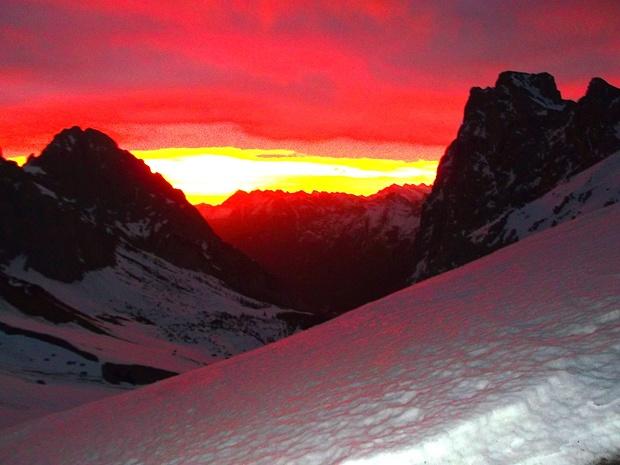 Morgens kurz vor 6 Uhr auf dem Scharnitzjoch - Die Sonne geht über dem Karwendel auf I