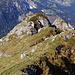 Blick vom Gipfel auf den Grat, der kleine Gratgipfel rechts wird auch bestiegen