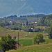 Puidoux (Vom Zug aus sieht man etwa beim Gittermast rechts hier hinauf zum Erddamm des Lac de Bret)