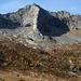 Nuiee mit Pioda dei Müna: am Horizont links der S-Grat, rechts NNE-Grat, Stufe und Vorgipfel
