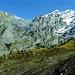 2 Tage zuvor: Kleine urige Blamhornhütte vor großem Berg.