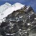 Lobuche East (6119m). Eine Dreier-Seilschaft kommt gerade vom Gipfel