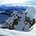 Die Walliser wachsen über dem schneebedeckten Grat in die Höhe.