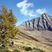 il versante occidentale del Poncione Rosso visto dal sentiero per l'Alpe Cuneggio