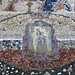 die Heiligen haben mich geschützt, Maria, Mutter Gottes, in einer improvisierten Kapelle in einer Höhle