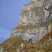Eindrücklich: Eine alte Abseilstange der Wildheuer mitten im Niemandsland
