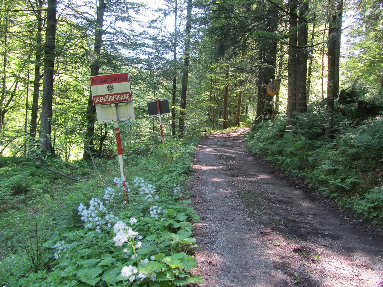 Brief Oesterreich Nach Deutschland : An der grünen grenze von Österreich nach deutschland