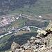 Auf dem ganzen Weg zum Gipfel ergeben sich immer wieder hübsche Tiefblicke nach Lavin