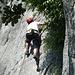 Hannes klettert eine 4c, sie ist wie die Kletterei bei uns im Grazer Bergland