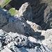 """die Aufstiegsroute verläuft entlang des gewaltigen Felstrichters - der weitere """"Normalweg"""" gemäss Führer zum rechten Bildrand weiter auf den Gipfel"""