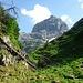 Am Ende des Hochtals nach dem Abstieg vom Funtenseetauern (2579m) durch das Lederkar kam ich dann auf den markierten Weg zum Kärlingerhaus (1631m).