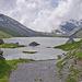 Am Nordende des Daubensees muss ein kleiner Umweg gemacht  werden. Der Gemmiweg ist überflutet (rote Stange). Hier kann WoPo das Gummiboot einsetzen. Üblicherweise sieht es hier so aus: [http://www.hikr.org/gallery/photo543878.html?post_id=38005#1]