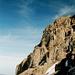 Vulkanischer Fels und blauer Himmel