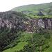 Weiterweg von rechts nach links oberhalb der Felsen