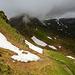 Abstieg, alles unter den Schneefeldern durch