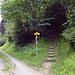Vom Wanderweg geht es nun zum Bergweg und immer noch Steinschlag Gefahr