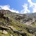 Hier verlassen wir den Weg. In der Mitte das Kanziljoch, links Almagellerhorn.<br /><br />Die letzten störenden Wolken über dem Kanzilti sind im Begriff sich aufzulösen