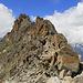 Blick zurück vom Sattel zwischen Kanzilti und Plattenhorn, rechts das Almagellerhorn.  Den Kanzilti-Ostgrat mussten wir links in der Südflanke umgehen, da uns die direkte Variante etwas zu schwierig erschien