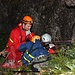 Medizinische Betreuung des verunfallten Bergsteigers